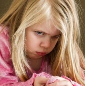 Маленькая девочка со светлыми волосами